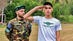 Sargent Daniel Trebol oversees cadet Tommy Ameal's physical training, but when his results are poor he must proceed to punish the young soldier. Tommy learns pretty quickly that punishments...